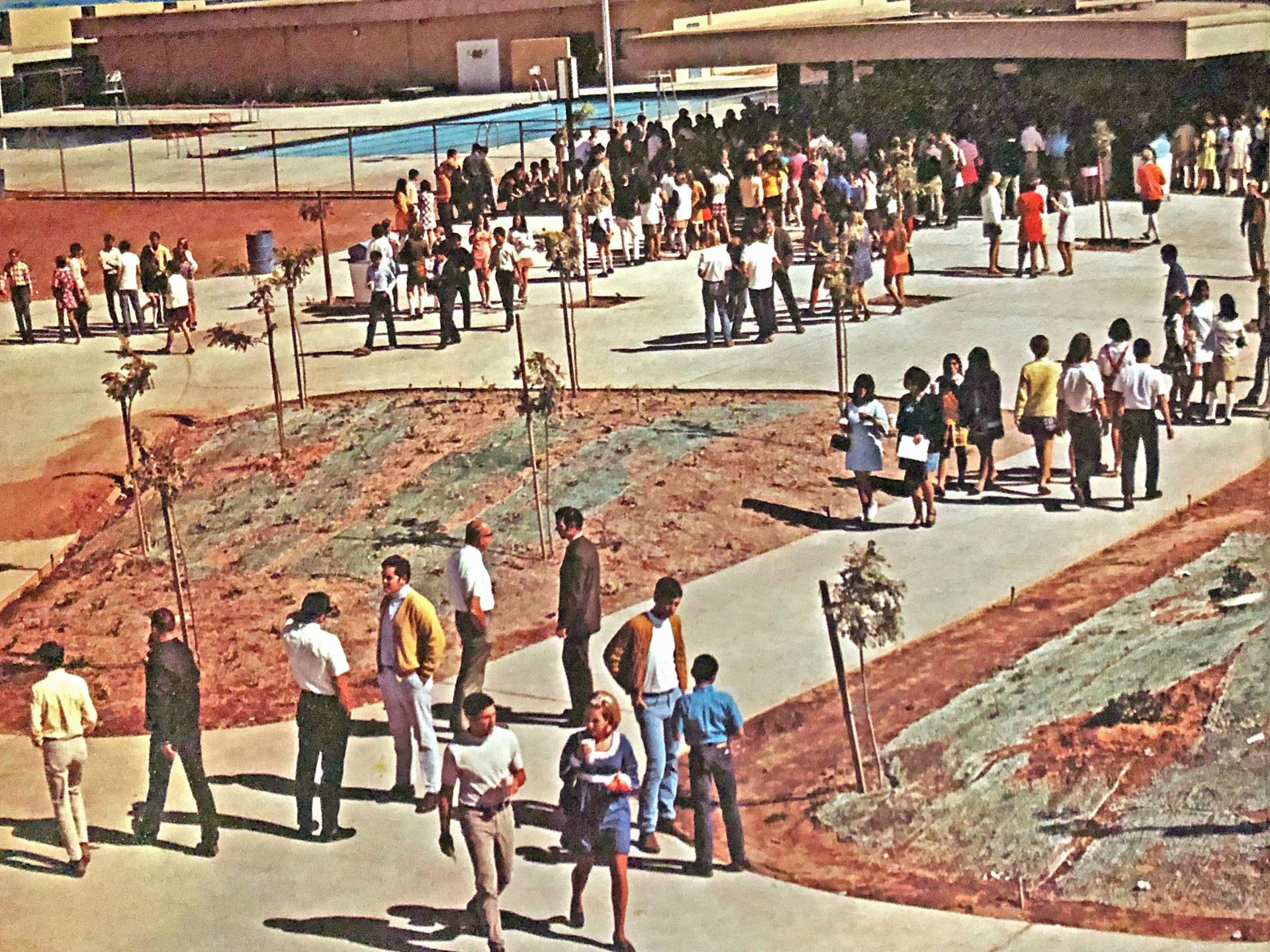 Students enjoying the newly opened campus in 1970